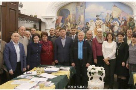 """S-a încheiat conferința ,,Minorități naționale inventate. Moldovenismul: politici, cauze, efecte"""" la Cernăuți"""