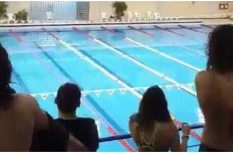 """Copii obligaţi să asculte imnul secuiesc la campionatul naţional de înot: """"Dacă nu s-a sesizat nimeni nici anul trecut, de ce să nu repetăm ilegalitatea?"""""""