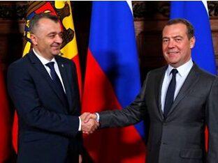 """Omul Moscovei care conduce guvernul de la Chișinău a mers să ia """"lumină"""" de la Medvedev. Săracu…"""