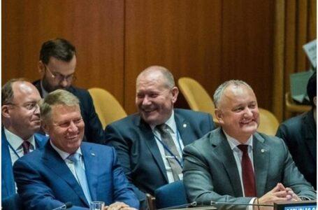"""Opinie: """"În răvașul său, plin de lingușiri fariseice, Dodon îi recomandă șefului statului român să închidă ochii la creșterea influenței ruse în R. Moldova"""""""