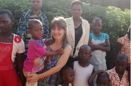 """Bianca Voinescu, medicul care aduce zâmbetul pe buzele copiilor din Burundi: """"Nu am văzut niciodată în România o mamă care să primească o farfurie de mâncare și care să refuze să o împartă cu copilul ei"""""""