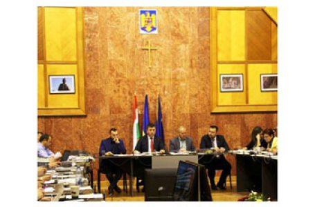 România mai are prefect în Harghita? Bugetul județului Harghita votat cu drapelul Ungariei