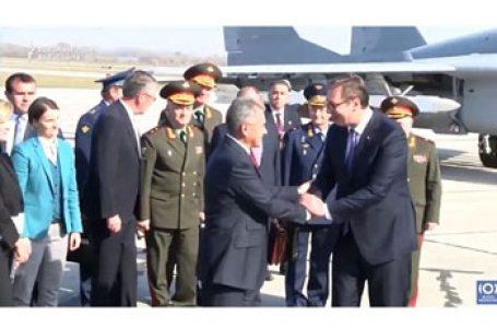 Jocul ingrat al Serbiei la două capete continuă! Primul ministru Ana Brnabić, la Bruxelles în timp ce ministrul rus al apărării  viziteaza  Belgradul