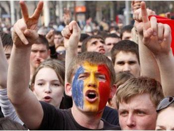 Analiză INACO: Peste 10.000 de tineri au ales să plece definitiv din România, în 2018. Ce fac autoritățile române pentru a-i ține acasă?