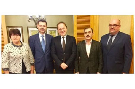 Reprezentanți ai minorităților română, maghiară și bulgară s-au văzut la Kiev cu Comisarului UE pentru extindere, Olivér Várhelyi