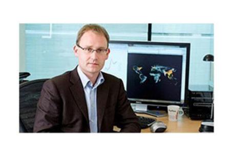Neil Ferguson, expertul epidemiolog din spatele unuia dintre cele mai citate modele privind propagarea coronavirusului își reduce drastic estimările