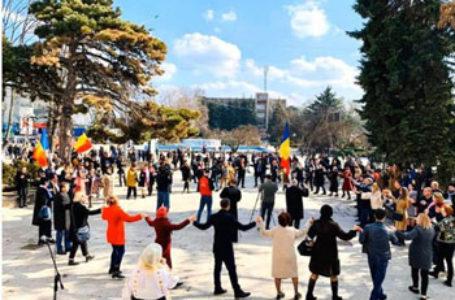 Marș de amploare la Bălți. Sute de oameni au cerut Unirea Republicii Moldova cu România