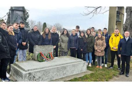 Depunere de coroane la mormântul pictorului român Gh. Cohan din Jula, Ungaria