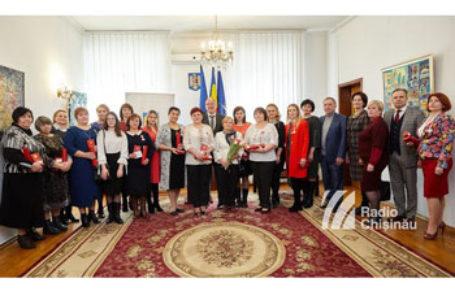 Profesoare de limba română de pe ambele maluri ale Nistrului, decorate de Președintele României