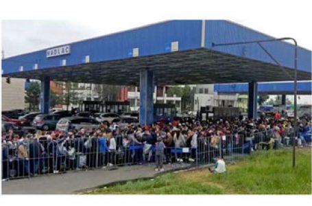 Continuă haosul la vama Nădlac. Românii din străinătate care se întorc în țară blocați de măsurile sanitare