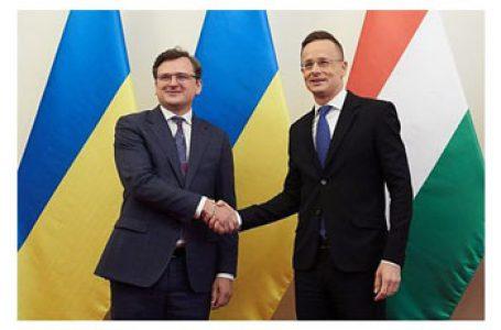 Ministrul ungar de externe ferm: De îndată ce etnicii maghiari din Transcarpatia vor spune că aceste chestiuni au fost rezolvate, Ungaria va înceta să blocheze reuniunile Consiliului NATO-Ucraina