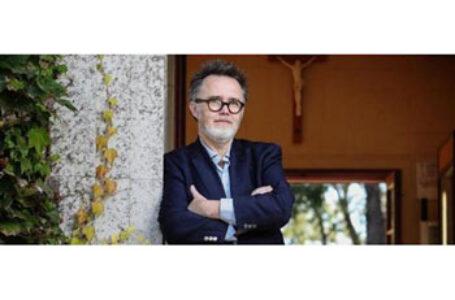 Scriitorul american Rod Dreher: Voi, în România, știți ce înseamnă să fiți dominați de către o putere străină, Uniunea Sovietică. Vă rog nu vă cedați identitatea de dragul unei dominații din partea altei puteri străine, dar mai soft: Uniunea Europeană!