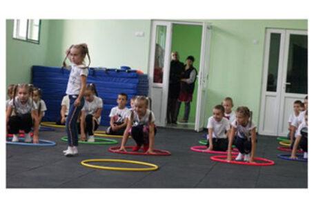 În Ostrița, regiunea Cernăuți, a fost inaugurat un complex sportiv, construit cu sprijinul Primăriei Sector 4 București