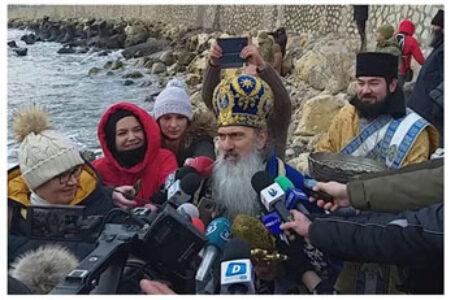 """IPS Teodosie legat de Bobotează: """"Dacă ne ascundem de sărbători, înseamnează că vrem să fim iubiți de boală… Dumnezeu biruiește și bolile, și pe cel viclean!"""""""