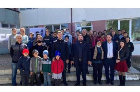 Parlamentari AUR, donație pentru școala românească din Aluatu